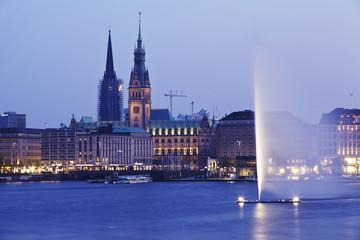 Hamburg - Binnenalster und Rathaus am Abend