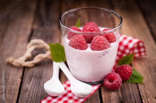 Himbeerdessert mit Joghurt