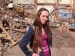 девушка и мусор