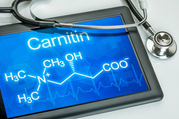 Tablet mit der chemischen Strukturformel von Carnitin