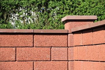 eine neue Gartenmauer