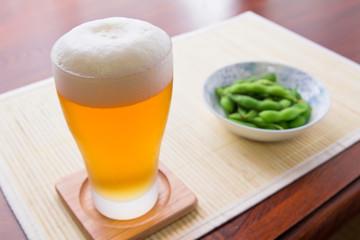 よく冷えたビールと枝豆