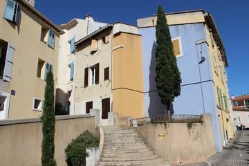 Centre ancien escarpé d'Aubagne en Provence