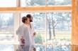 Paar genießt Aussicht im Wellness Spa
