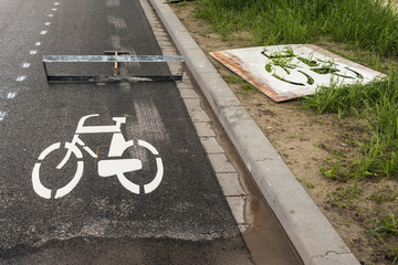 Freshly affixed ​​bicycle symbol on asphalt