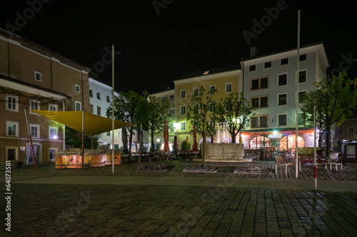 canvas print picture Bayrhamerplatz in  Hallein bei Nacht