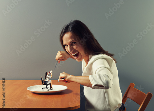 woman ready to eat small woman