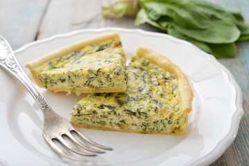 French quiche pie with spinach