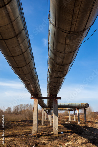 Elevated section of heating pipelines