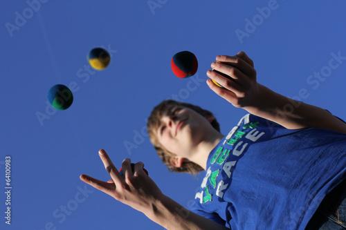 Leinwandbild Motiv Konzentrationsübung, Jonglieren