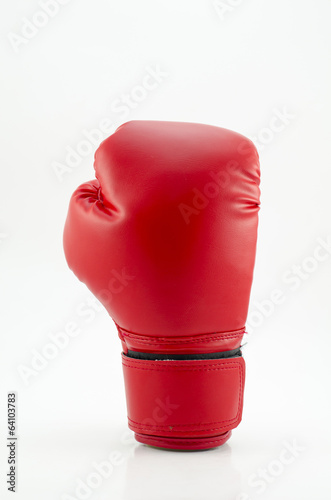 Aluminium Vechtsporten studio shot of a red boxing glove isolated on white background