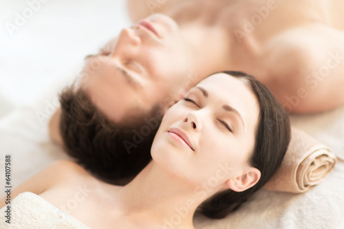 couple in spa - 64107588