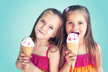 Children eating ice cream