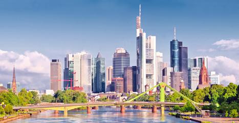 Frankfurter Skyline vom Osthafen aus gesehen