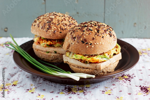 Vegetarian burgers with wholegrain buns, tofu and vegetables