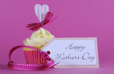 Happy Mothers Day cupcake with gift tag