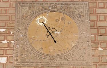 Sundial, solar clock.