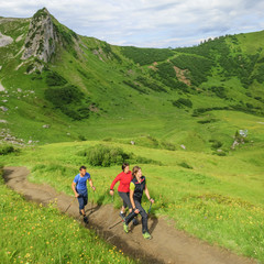Beim Walken in den Bergen