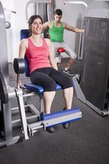 Ejercicio de piernas en el gimnasio