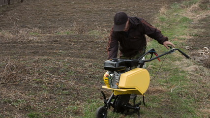 man to start the cultivator motor