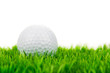 golfball liegt im grün
