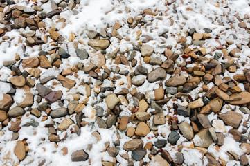 Камни под снегом