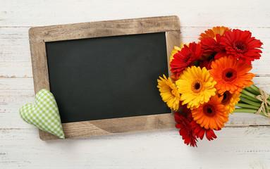 Tafel mit Blumenstrauss