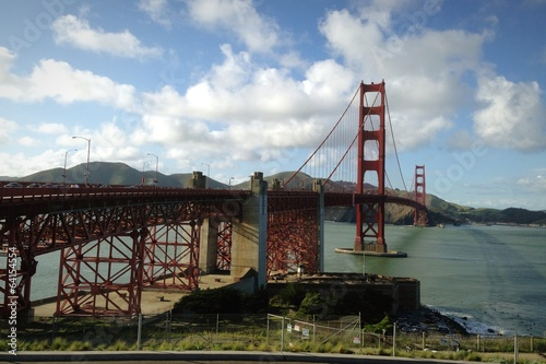 Golden Gate Bridge during sunny day