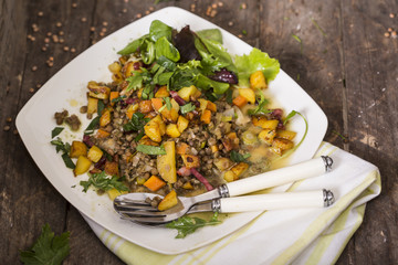 Lauwarmer Linsensalat mit Röstkartoffeln und Speck