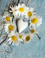 Romantik: Kranz aus Margeriten mit kleinem weißem Herz :)