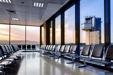 Empty Departure Lounge Tower – Flughafen Abflughalle leer