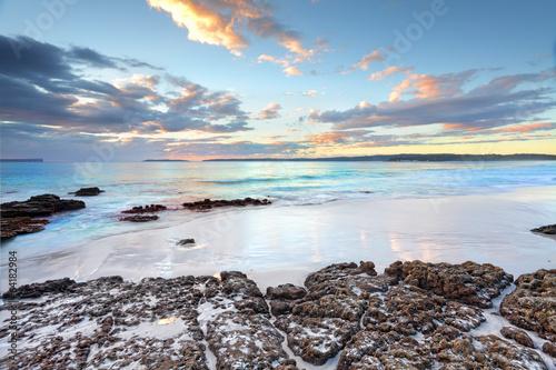 In de dag Australië Dawn colours at Jervis Bay NSW Australia