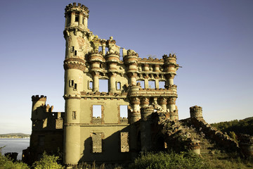 Bannerman Island Castle Armory and Residence, Side View