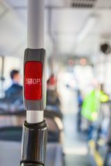 Stop-Taste im Bus