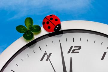 Uhr mit Kleeblatt