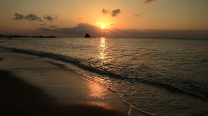 夕日とビーチ
