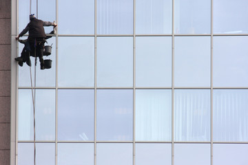 Man cleaning windows on a corporate bouilding