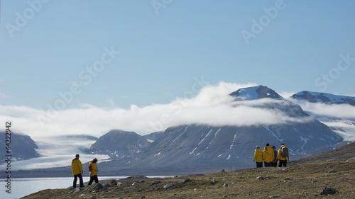 Leinwanddruck Bild Hiking in Ny London, Svalbard