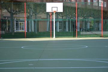 cancha de baloncesto en la ciudad