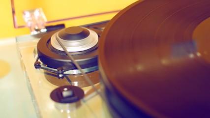 Mechanism of vinyl turn table.