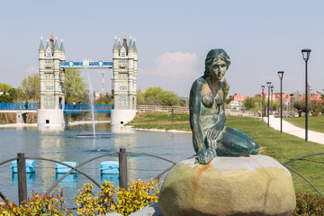 The Little Mermaid and London Bridge in Madrid
