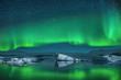 Leinwanddruck Bild - Icebergs under Northern Lights