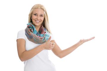 Junge lachende Frau präsentiert - isoliert auf weiß