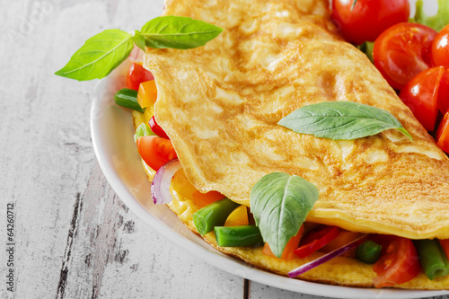 Papiers peints Ouf omelet with vegetables and cherry tomatoes