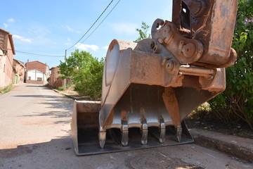 Detalle del cazo o pala y brazo articulado de excavadora