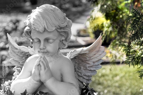 Tuinposter Begraafplaats Engel auf einem Friedhof