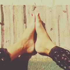 barefoot pose