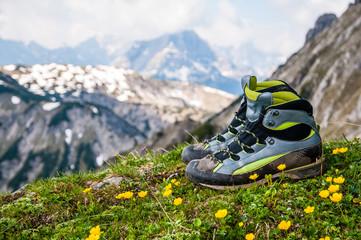 Wanderschuh in den Bergen