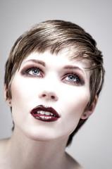 Portrait Beauty helle Haut highkey wenig Sätting Blick oben