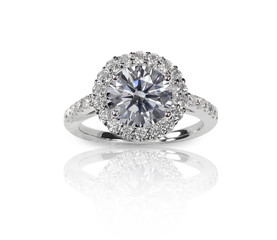 Beautiful diamond wedding engagment band ring solitaire with mul